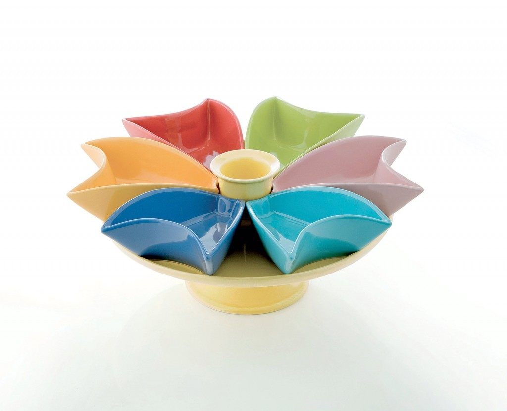 La fruttiera in porcellana di Brandani può essere utilizzata con le apposite coppette colorate anche come antipastiera