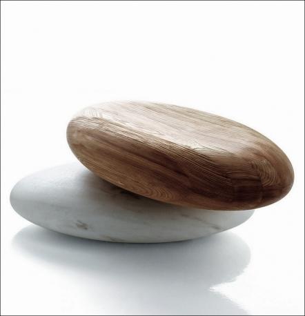 Sistema di sedute Pavé Stone con base in marmo e seduta in larice lamellare, di Kreoo by Decormarmi