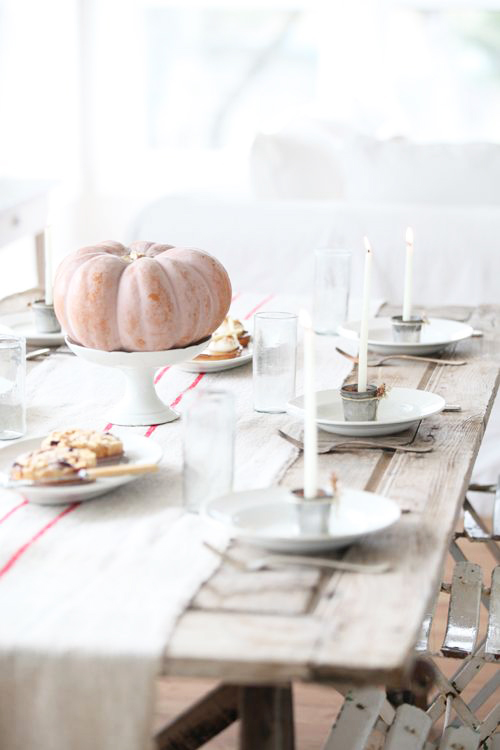 centro tavola basta una bella zucca su un'alzatina bianca