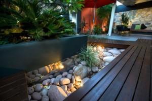 garden angolo-giardino-decorato-con-sassi