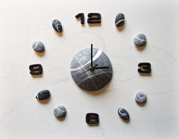 sognoametista orologio da parete. I sassi sono realizzati con una speciale tecnica che sfrutta la carta riciclata