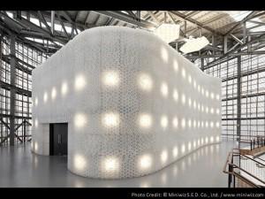 arch un edificio realizzato con 1,5 milioni di bottiglie in PET
