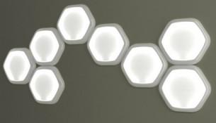 luce Hexagon lampada di De-signum Hexagon, progettata dai designer Lorenzo Longo & Alessio Romano presso lo Studio De-signum di Milano, è una lampada modulare da soffitto e da parete