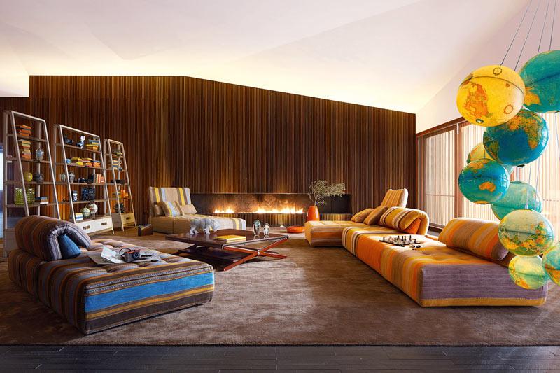 zroche-bobois i divani nouveaux-classiques così colorati e bassi si adattano perfettamente all'atmosfera bohemien très chic di cui parliamo in questo post