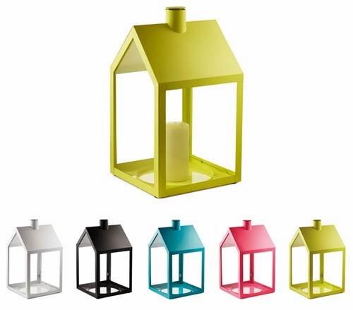 complementi Light House di Holmbäck e Nordentoft per Normann Copenhagen. Una lanterna in acciaio e vetro adatta sia per interni che per esterni. Disponibile in diversi colori,