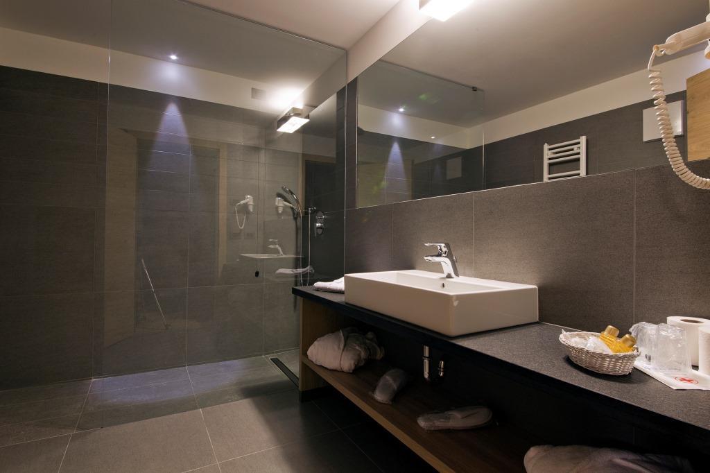 Bagno moderno piccolo con doccia ~ mattsole.com
