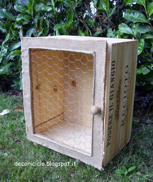 mobile tto armadietto con rete da pollaio