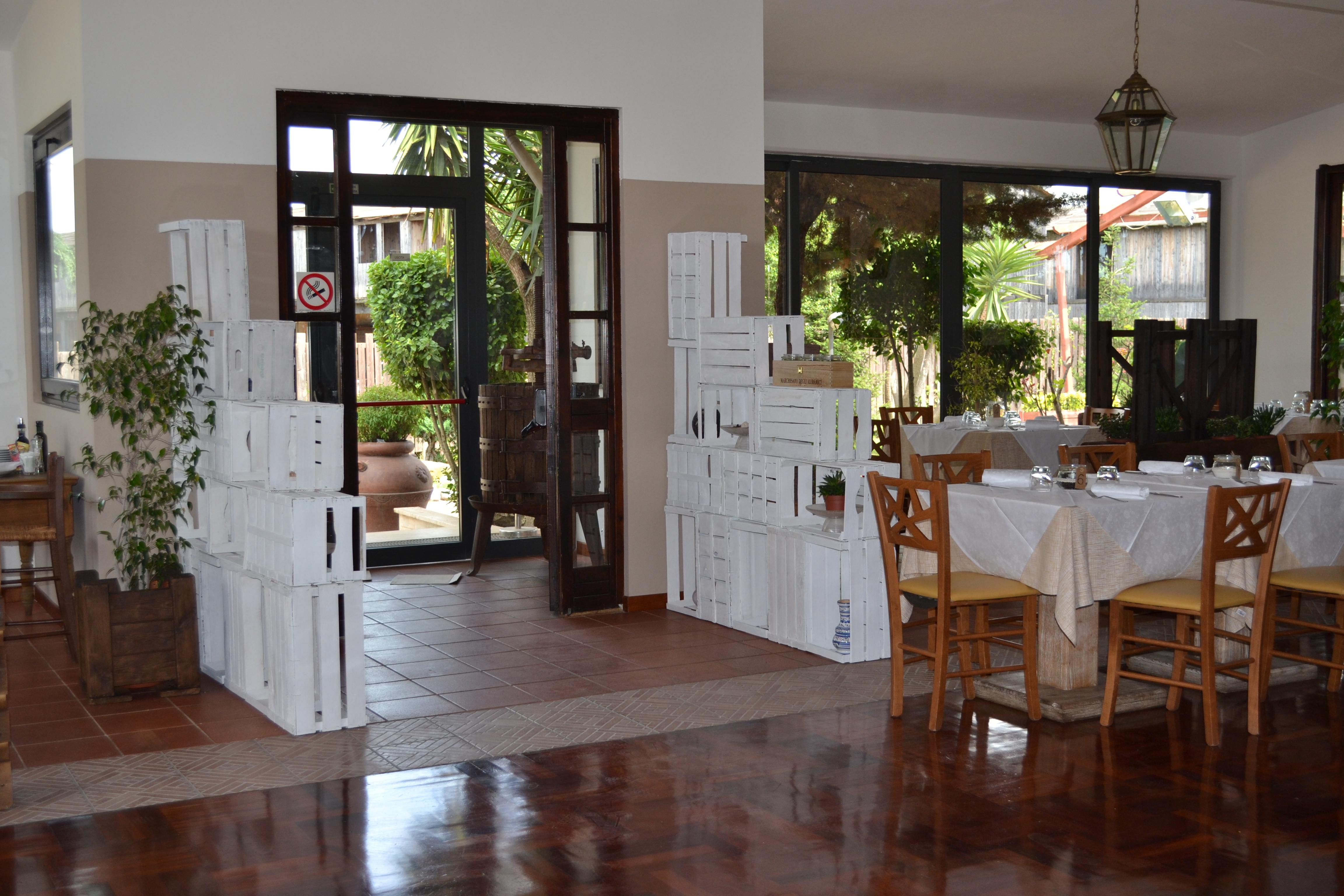 La taverna della selcetta restyling architettura e for Fioriere con cassette della frutta