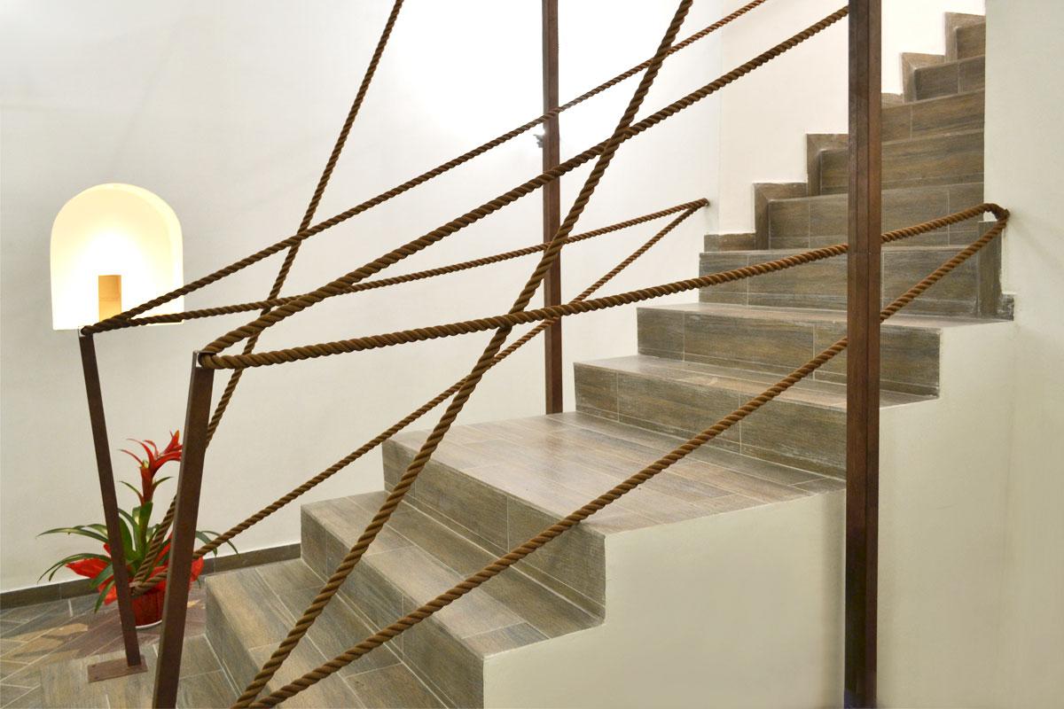 3 complementi d 39 arredo che si possono realizzare con la for Corrimano in legno roma