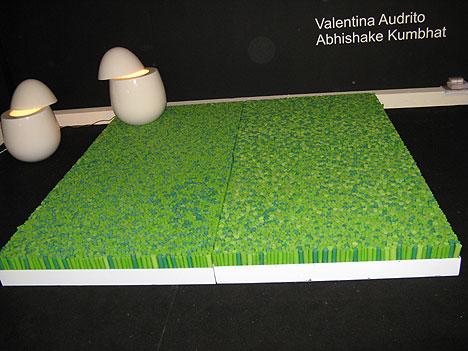 tappeto i love grass e lampade a forma di uovo di valentina audrito e abhishake kumbhat