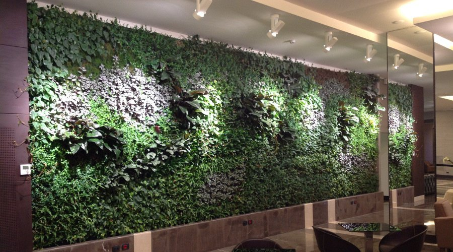 Interni green c 39 un grande prato verde in casa architettura e design a roma - Prato verticale per interni ...