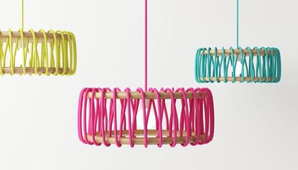 lampada La designer spagnola Silvia Ceñal Idarreta firma il progetto Macaron Lamp serie di lampade composte da una corda colorata e due elementi in legno