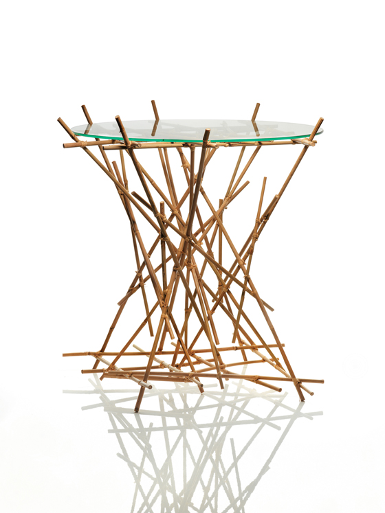 design 'Blow-Up Bamboo Table' dai Fratelli Campana per Alessi, il 2010, parte della collezione 'Blow-Up di bambù' del duo brasiliano