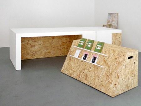 arc Il progetto è stato richiesto per il desiderio di avere dei complementi versatili e utilizzabili sia per l'ufficio, sia per meeting ed esposizioni, ma allo stesso tempo in