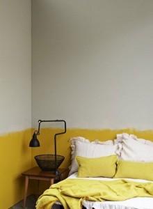 parete boiserie senape