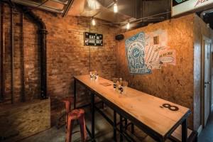 pubb Cornish collettiva di design , Hooperberg , ha scelto il pannello a base di legno sostenibile per questa paninoteca1