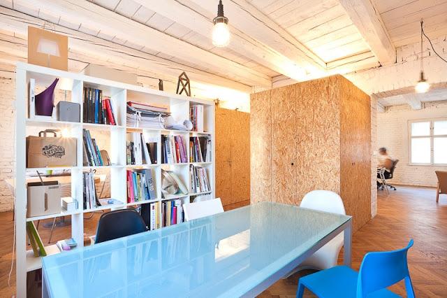 uff L'appartamento di 4 stanze situato vicino al centro della città di Bratislava è stato trasformato in un loft creativo con un budget inferiore a 7500€
