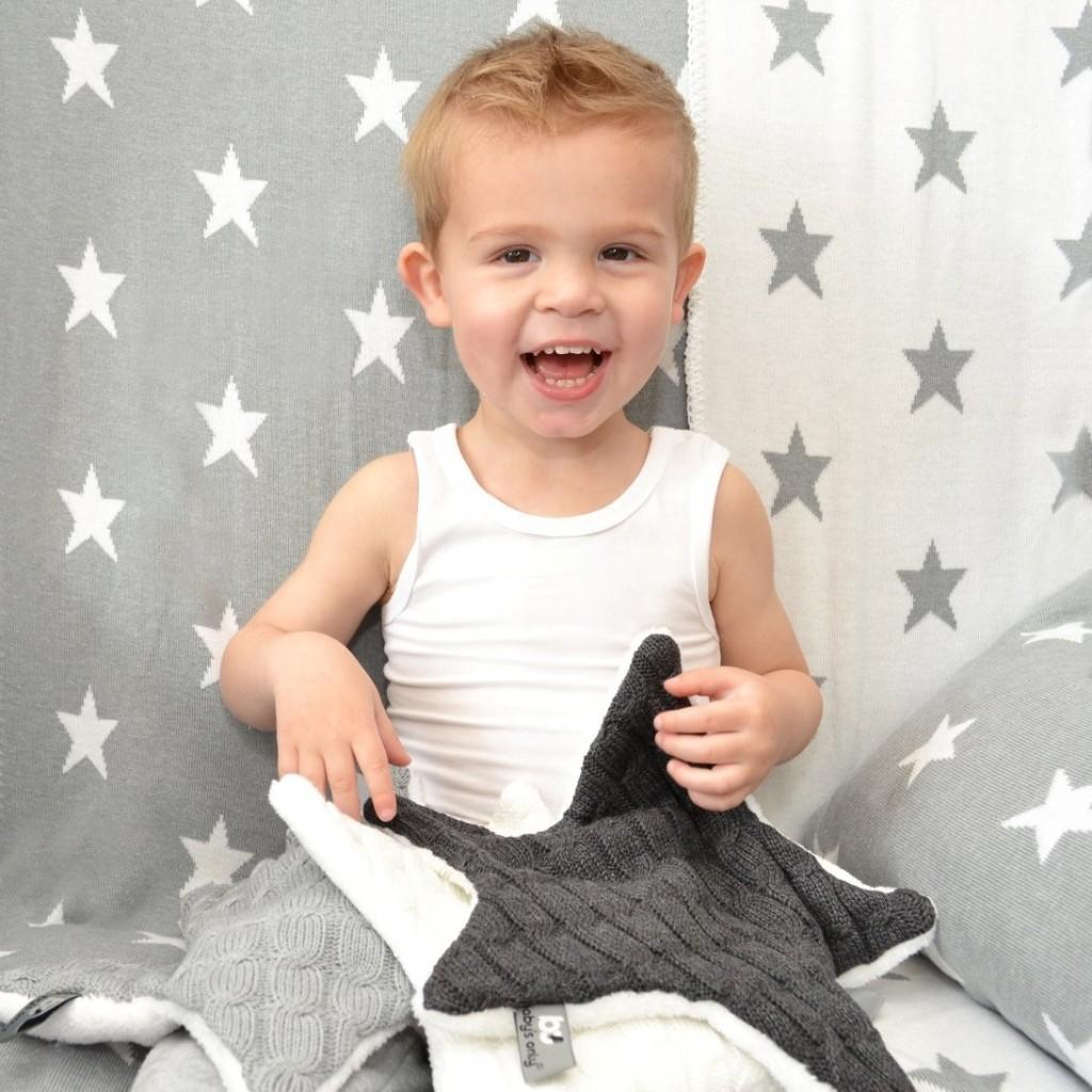 .amazon Baby's Only - Copertina bimbo a forma di stella, lavorata a maglia con fodera teddy