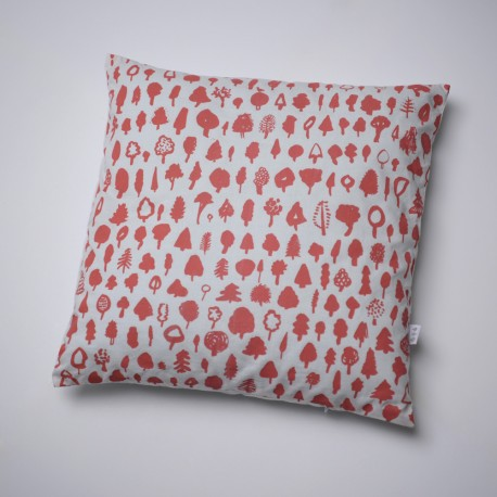 cuscino little tree pillow in cotone realizzato completamente a mano su www.thethreetrees.cz
