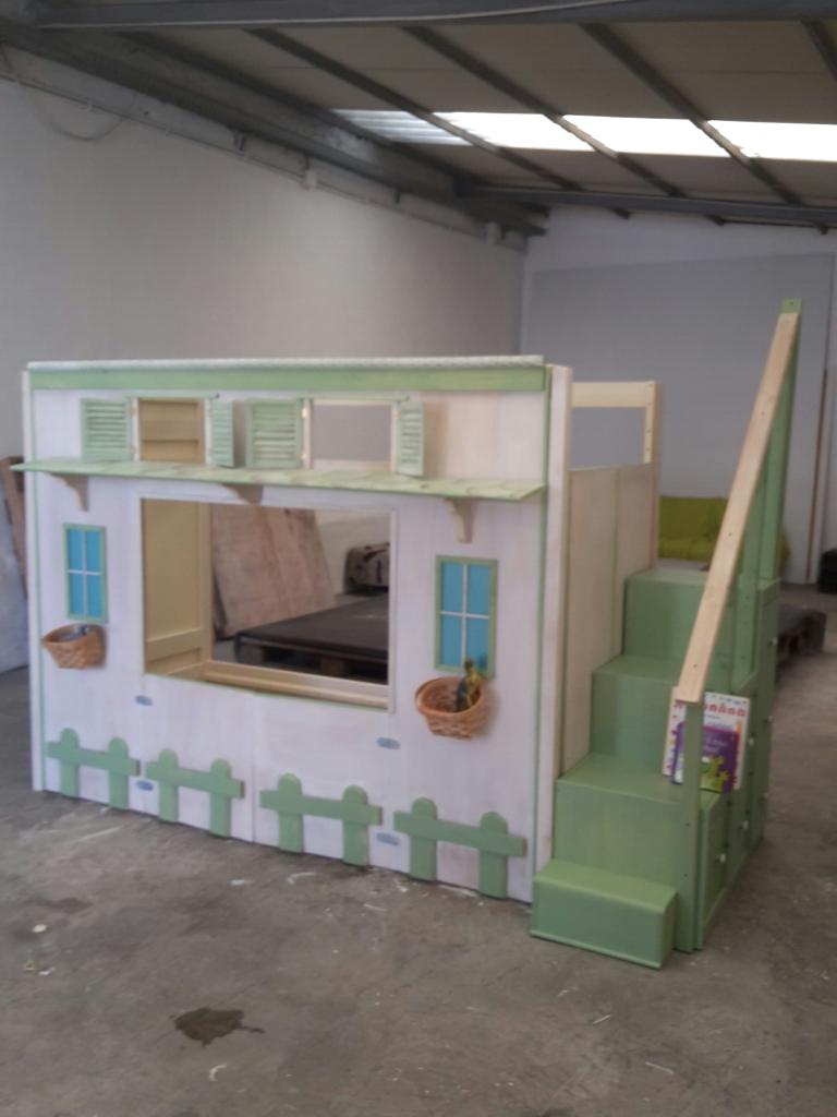 Letto a forma di casetta per una cameretta dei sogni for Arredamento in regalo roma
