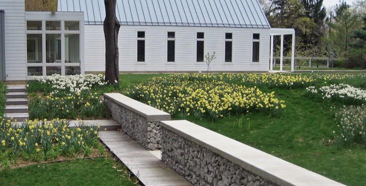 arch Evanston, Illinois-based architetti paesaggisti Kettelkamp & Kettelkamp hanno approfittato di terreno ondulato e pittores
