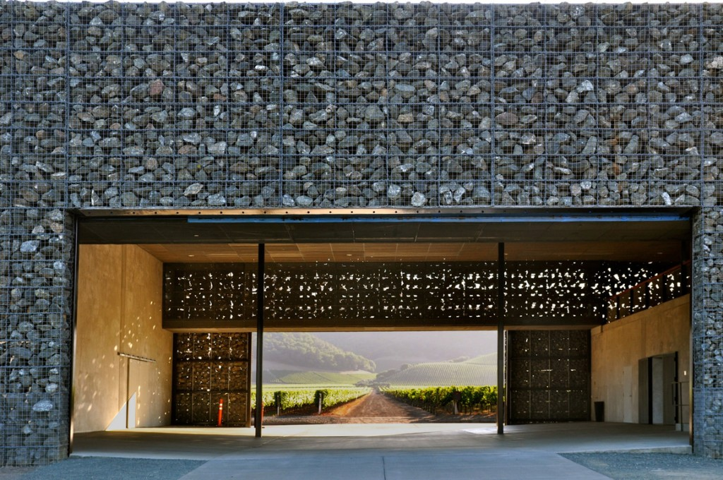 arch-La-Dominus-Winery-a-Napa-Valley-è-un-incredibile-edificio-gabbioni-da-Herzog-De-Meuron.-1-1024x680