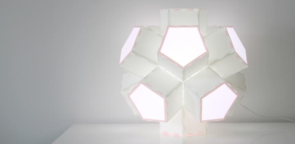 asterisco lampada di hanasi.studio.com da appoggio e sospensione in polipropilene bianco