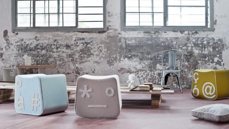 emoticon social Pi'gio è un pouf che combina l'idea del linguaggio emoticon con forma del tasto di un pc 112.00€ su formabilio
