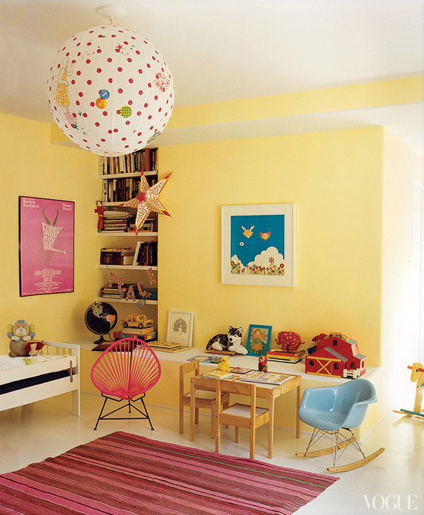 amanda-peet-house-vogue-girls-room-yellow-pink