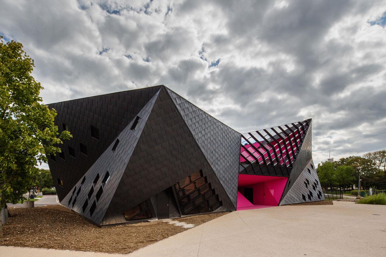 'architetto francese Paul le Quernec ha Completato un centro socio-culturale nel cuore di un quartiere operaio di Mulhouse, Nella Francia orientale