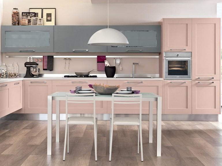 cucina-con-mobili-rosa-confetto