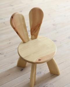 bunny-chair di hiromatsu in legno naturale
