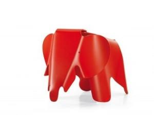 design Plywood Elephant è un simpatico pachiderma per bambini, progettato nel 1945 da Charles & Ray Eames ma mai messo in vendita da Vitra design. alle poca