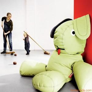 pouf fatboy a forma di coniglio ideato dal Designer olandese Florentijn Hofman rappresenta il suo pupazzo preferito di quando e