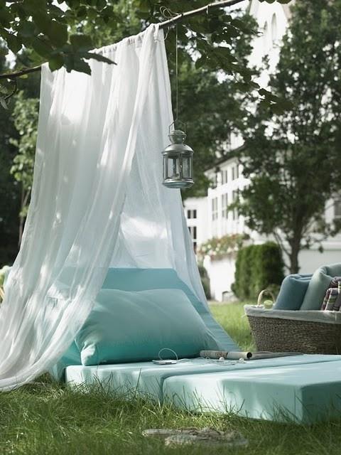 relax immagine Lettino-da-giardino-con-zanzariera (1)