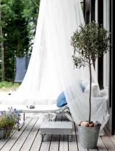 relax immagine Lettino-da-giardino-con-zanzariera (2)