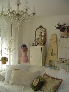 shabby salotto manichino rosa