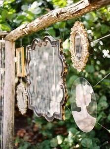 specchi vecchio-specchio-come-complemento-per-il-giardino-shabby-chic