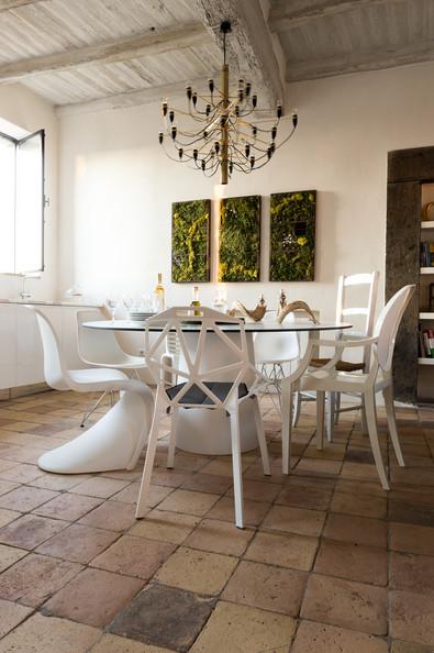stesso colore forma diversa BIANCO mix sedie bianche3