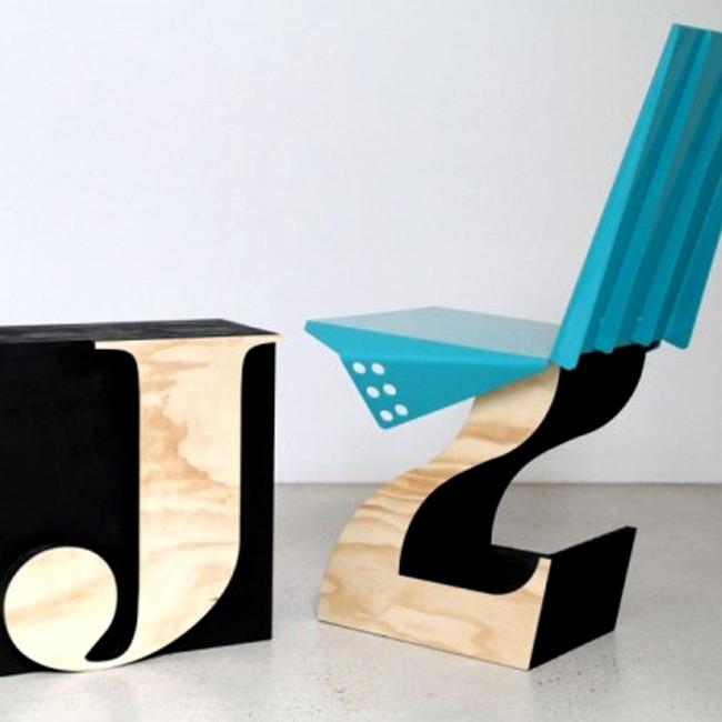 arredi legno e metallo per la sedia e il cubo-tavolino ideati dai fratelli Glenn and Justin Lamont. In catalogo le varie lettere dell'alfabeto lifespacejourney.com