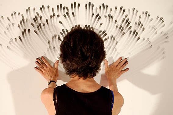 design arte La pittura con le dita di Judith Ann Braun artista newyorkese