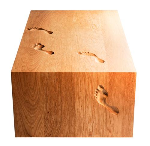 design complementi piedi Footprint è realizzato in massello di rovere una vera combinazione trà abilità artigianale e arte tavolo impronta di nicholas langan
