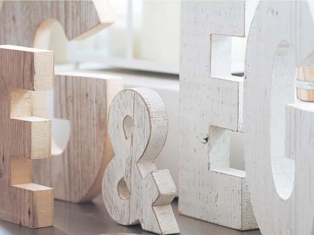 lettere Nuvole di Legno, realizzate con legno di recupero sbiancato u dawabda