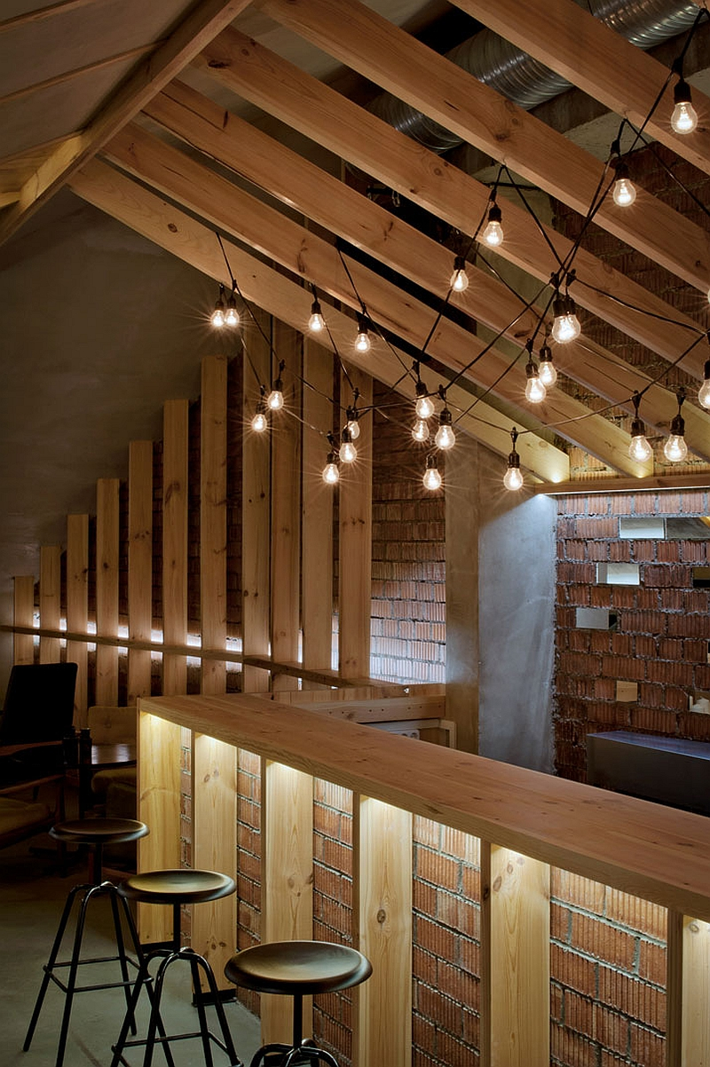 negozio Simple-and-elegant-lighting-in-the-attic-bar