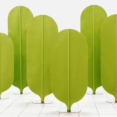VERDE design Il paravento albero di vange è composto da un tubo zincato che è il tronco una lamiera in acciaio come radici base e la chioma in feltroriciclabile 100% vange.be