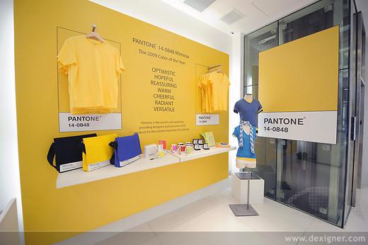 arch negozio Gap & Pantone T-Shop nasce dalla collaborazione tra l'azienda di abigliamento GAP e l'azienda pantone