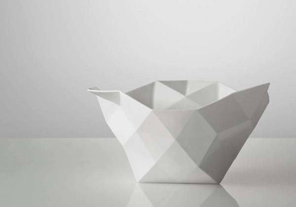 complementi Da un foglio di carta stropicciata nasce Crushed, la ciotola in porcellana bianca disegnata da Julien de Smedt per Muuto