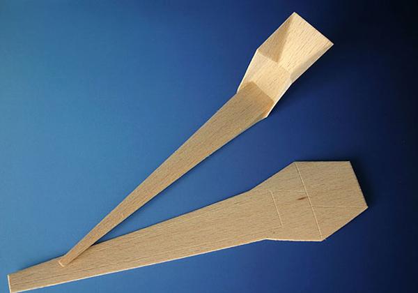 complementi Piegando carta, plastica e argento il designer Michael Sholk ha ottenuto un oggetto dall'aspetto particolare e sofisticato. Si tratta di Origami Spoon