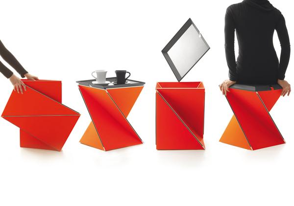 complimenti Sgabello, vassoio o tavolino. Kada, disegnato da Yves Béhar per Danese, è uno elemento multifunzionale e pieghevole, dalle infinite possibilità di utilizzo