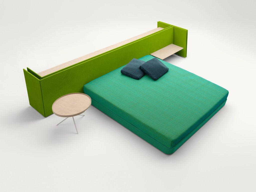 design I pannelli Build sono stati studiati per dividere e attrezzare gli ambienti interni; sono rivestiti in tessuto Brio disponibili in diverse altezze attrezzabili con mensole